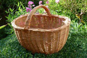 Korb zum Einkaufen mitnehmen - der Umwelt zuliebe
