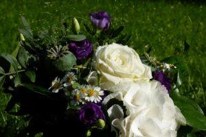 Strauß in weiß und lila