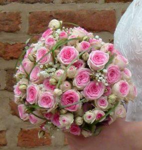 Kostenlose Glückwünsche - Brautstrauß mit kleinen pinken Röschen