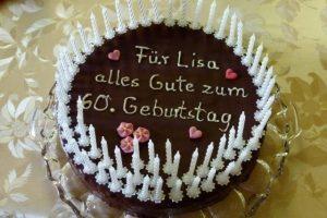 Torte zum Geburtstag mit Kerzen