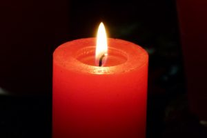 Kerzen erhellen die dunkle Zeit und verbreiten Gemütlichkeit
